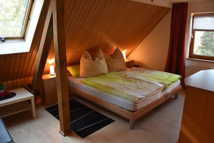 Doppelzimmer, Aufbettung möglich - Schönefeld - Hus