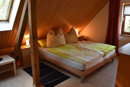 Doppelzimmer, Aufbettung möglich - Schönefeld - Haus