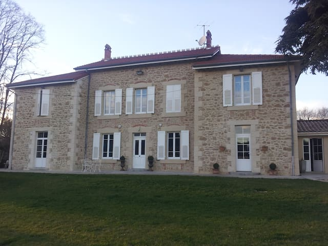 Chambre maison de charme en pierre