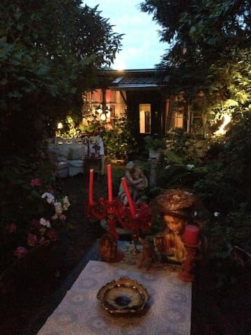 Romantic B&B with Garden, in Center - Hilversum - Bed & Breakfast