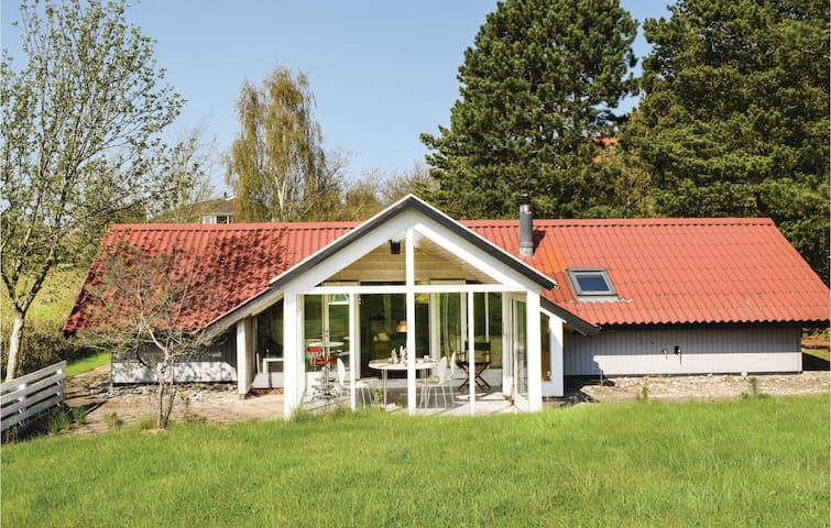 Holiday cottage with 2 bedrooms on 91m² in Ebeltoft