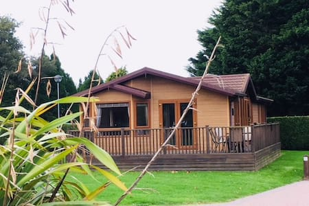 Cosy lodge with 2 double rooms, Shanklin