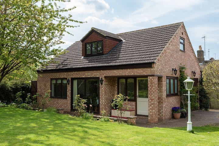 Spacious annexe in village close to Peterborough