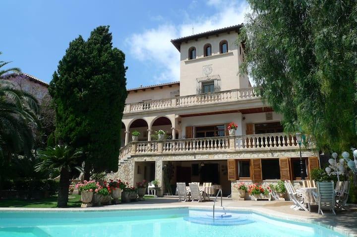 Villa en centro Palma con jardin y piscina
