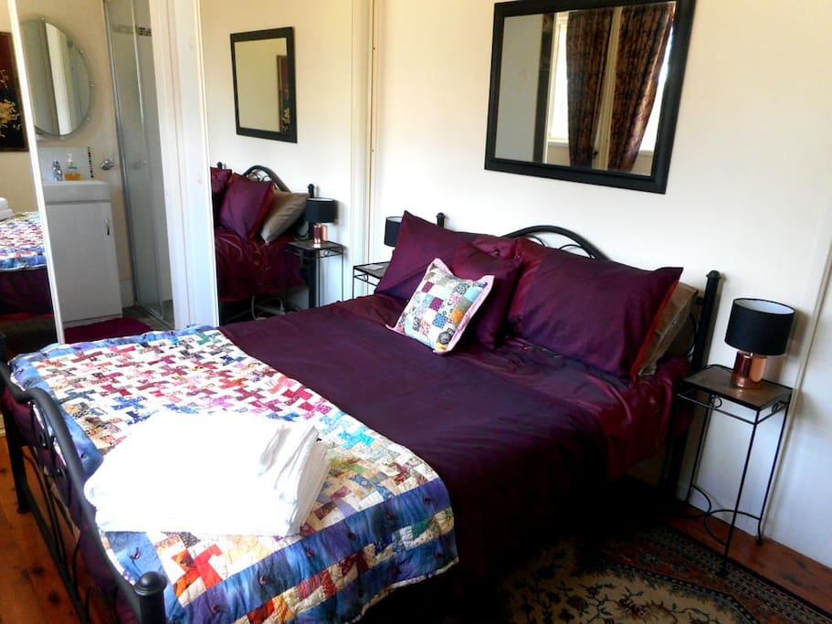 Cosy Bedroom with Double Bed