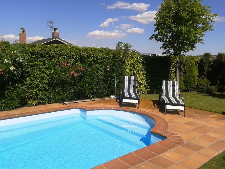 Chalet individual con piscina chalets en alquiler en for Alquiler verano sierra madrid piscina