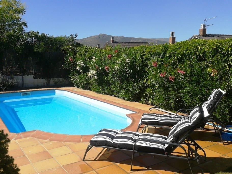 Chalet individual con piscina chalets louer guadalix for Piscina en la sierra madrid