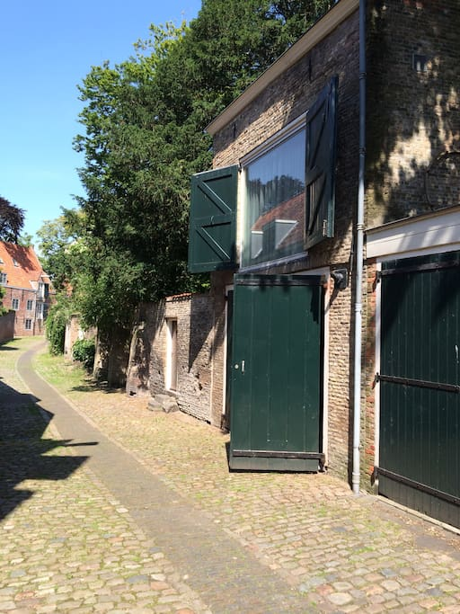 De Kuiperspoort, old Medievalrsteeet in Middelburg