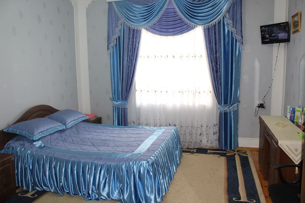 2nd Floor, 2nd Bedroom: Double bed,  TV, Wi-Fi, wardrobe.