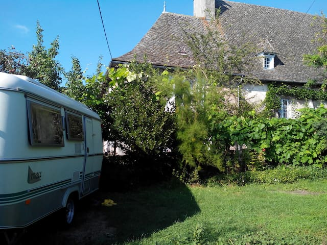 "ALaClairiere - Sud Cantal-Chambre ""Glamping"" Eriba - Marcolès - Bed & Breakfast"