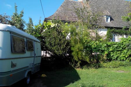 """ALaClairiere - Sud Cantal-Chambre """"Glamping"""" Eriba - Marcolès - Bed & Breakfast"""