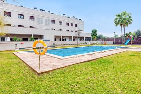 Spacious double room with private bathroom, pool