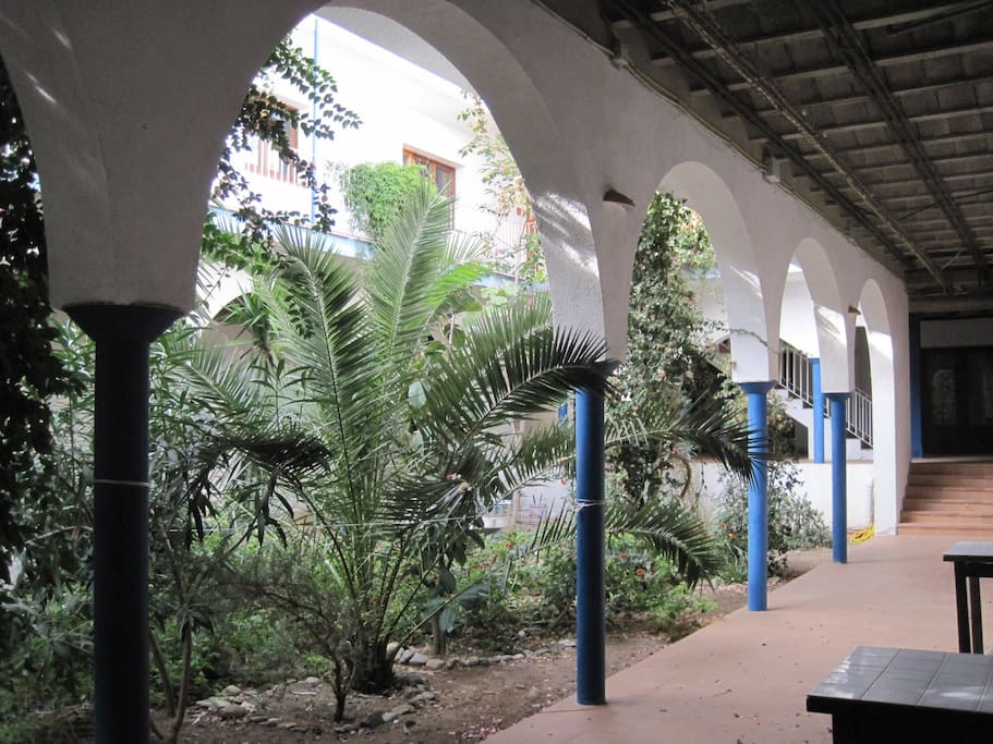 Schattenterrasse mit Innenhof