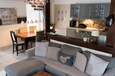 """""""Kehlstein"""" view spacious apartment"""