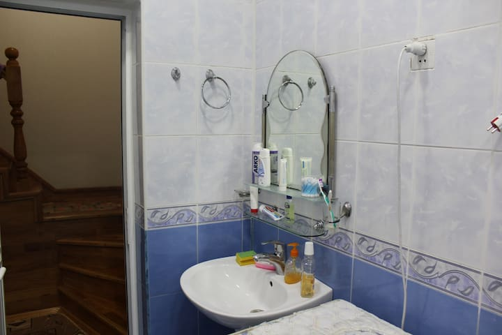 2nd Floor Bathroom. Very clean and wide.