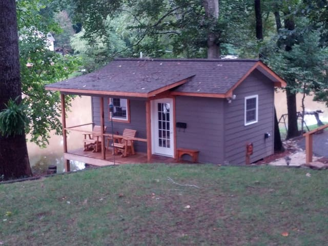 Cabin-Lakepoint on the Saluda