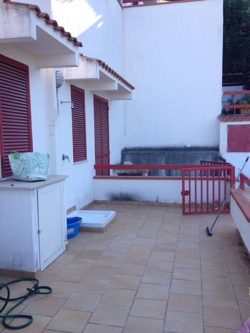 terrazzo con doccia esterna