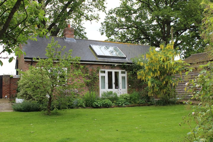 Cosy cottage in old farm setting  - Cuckfield - Haus