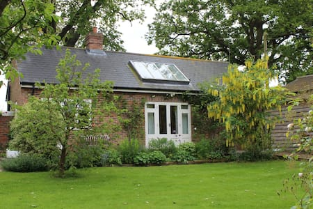 Cosy cottage in old farm setting  - Cuckfield - Rumah