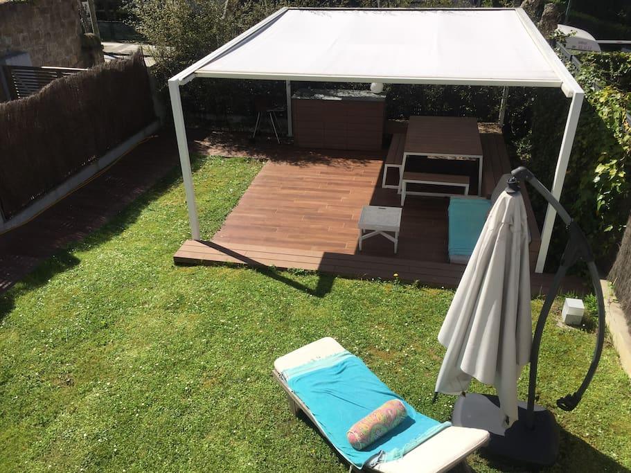 Jardín privado con acceso directo. Cenador.