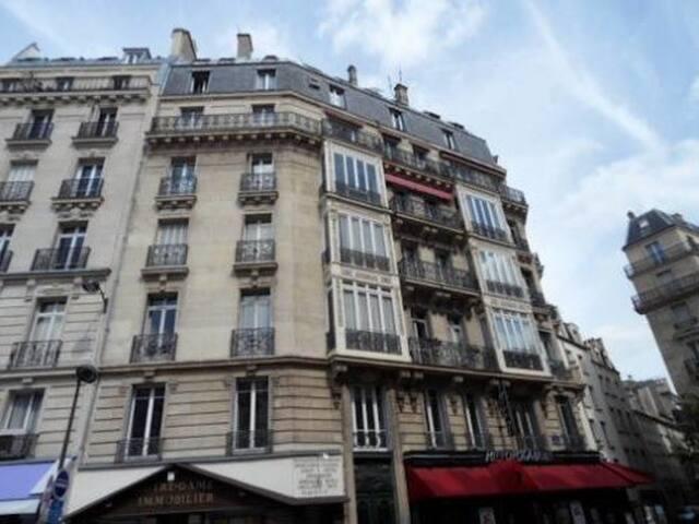 Chambre de bonne completely private appartements louer for Chambre de bonne a louer paris