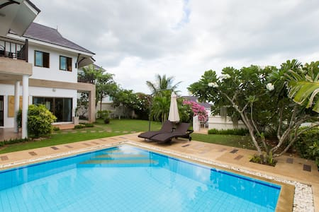 Beautiful Private (12m) Pool Villa with BIG Garden - Tambon Nong Kae