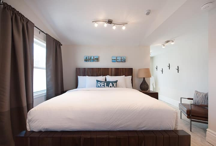 Nest By The Bay - Downtown Midland / Private Loft