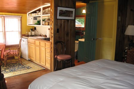 Charming Post and Beam cottage (near Foxwoods)