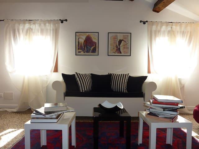 Suggestive dwelling in San Marco