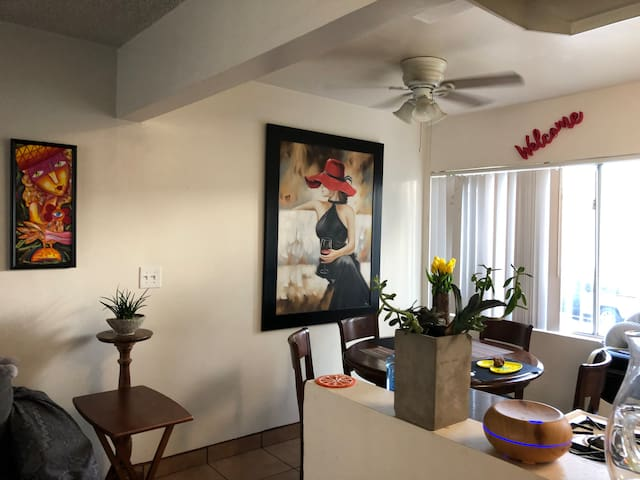 Apartment by LAX 405 and Venice Beach!!