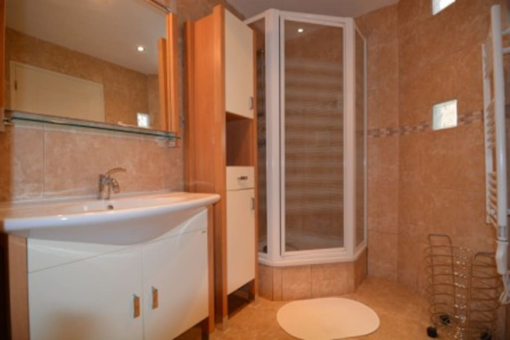 salle e bains attenante à la chambre 1