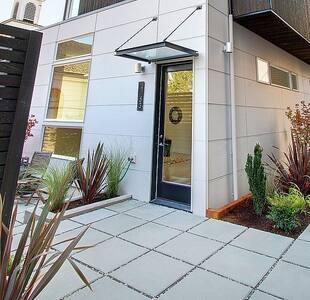 Modern studio in West Seattle, walk everywhere! - Domek gościnny
