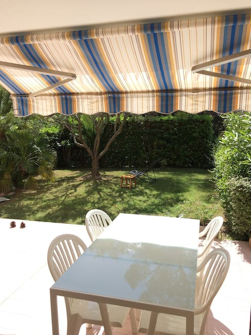 Nice shaded terrace to have lunch or dinner - 25m²