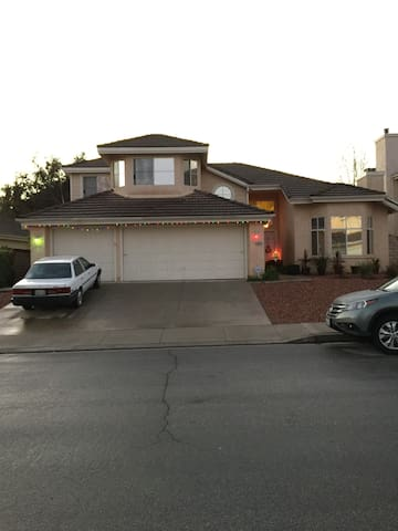 Christian Family room $695.00 month - Moorpark - Huis