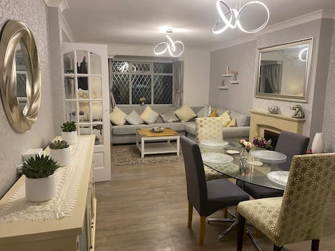 Beautiful luxury 3 bedroom Bungalow in Langford
