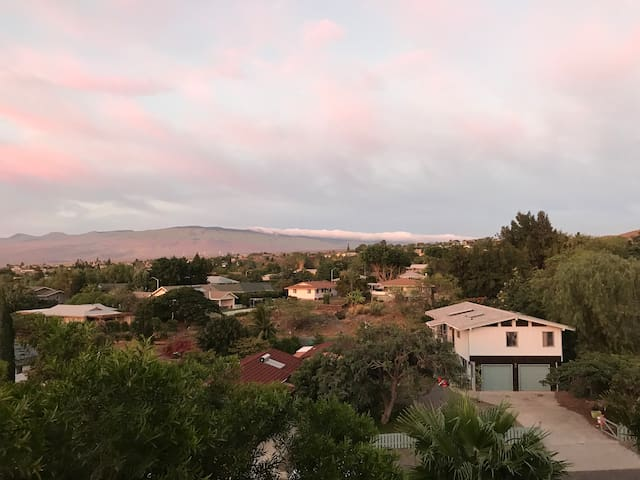 Scenic mountain views of North Kohala and Mauna Kea with epic sun sets from the spacious lanai!