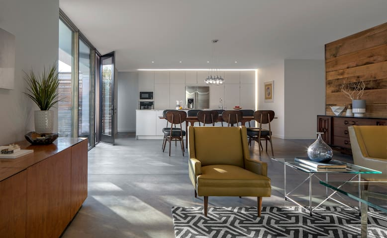 Next-Century Modern Central PHX 3-Bed Eco Villa