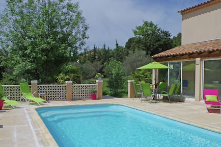 Spacious Villa in Aups with Swimming Pool