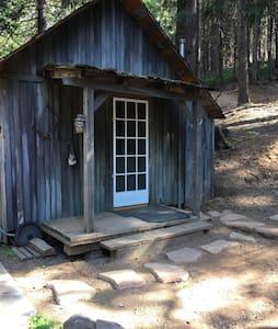 """Sierra Forest Glen B&B""""Cedar Cabin"""" - Mi-Wuk Village"""