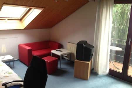 Zimmer in ruhiger und gemütlicher Doppelhaushälfte - Talheim