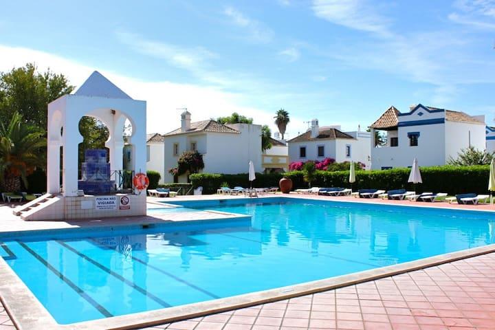 Arbe Yellow Villa, Cabanas de Tavira, Algarve - Tavira - Talo