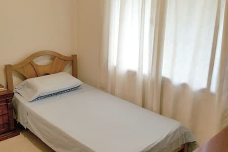 Private room twin size bed. - Apartment