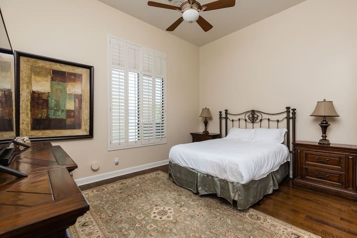 Fourth bedroom with Queen size bed