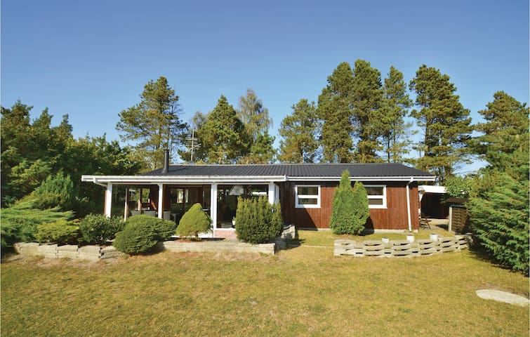 Holiday cottage with 3 bedrooms on 68m² in Væggerløse