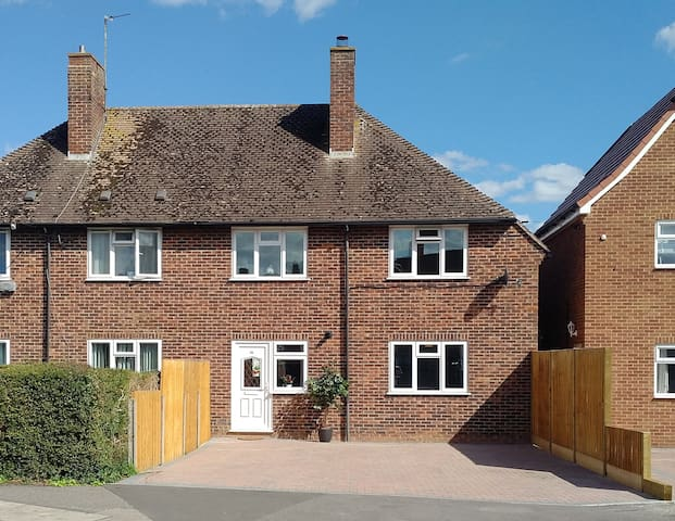 Spacious family home in Newbury Town Centre