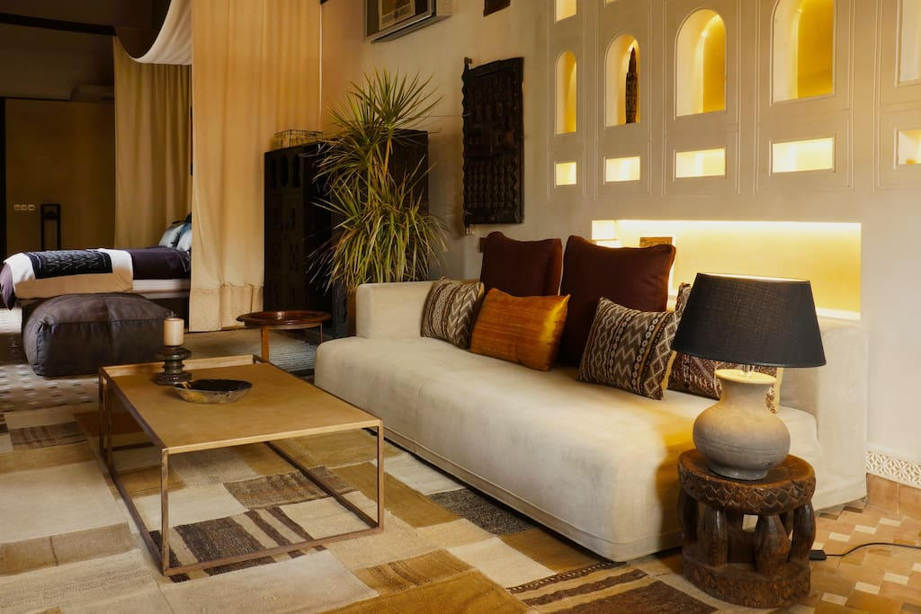 Dzhari Suite: Royale Suite 70 m2 with King Size bed, air cond, 2 bathrooms, private terrace and balcony on central patio.
