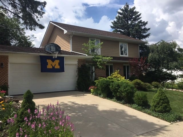 Ann Arbor Family Home Near U of M Stadium!