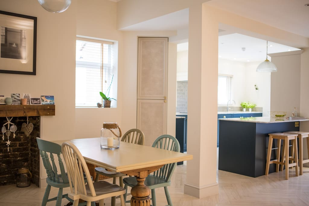 Spacious open-plan family kitchen and diner.  Seating for 6 at the dining table, breakfast bar overlooking the kitchen and a comfy sofa too.