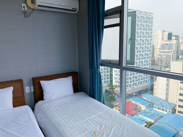 [Myeong-dong]明洞 Merlin Hotel Deluxe Twin #2