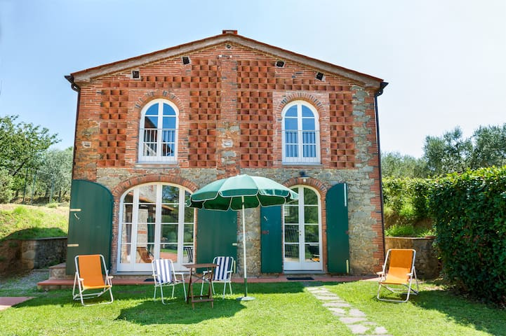 Cozy villa in Tuscany countryside - Pescia - บ้าน